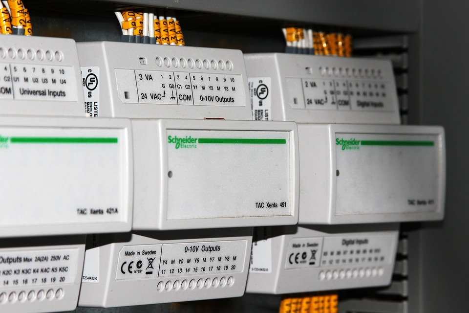 Choose The Right Electrician For Any Work On Circuits