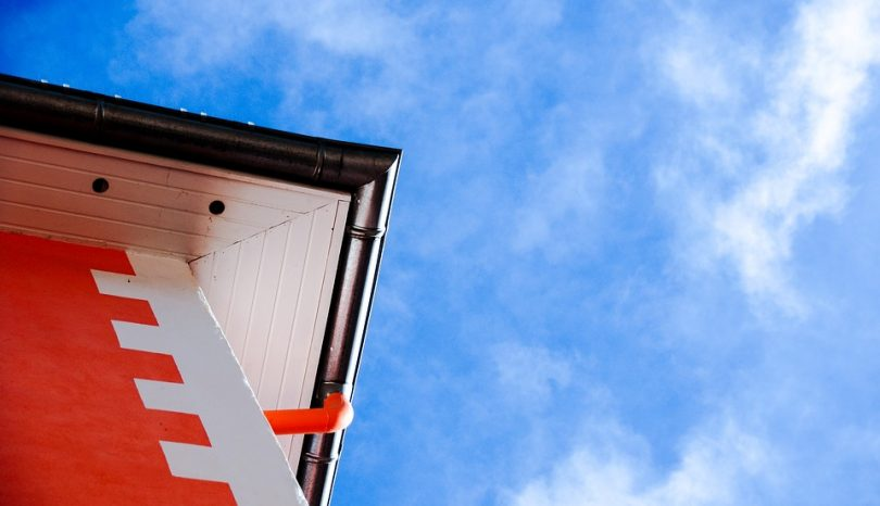 5 Ways In Which DIY Gutter Cleaning Saves You Money