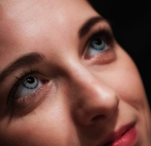 What To Look For When Buying Colored Contact Lenses