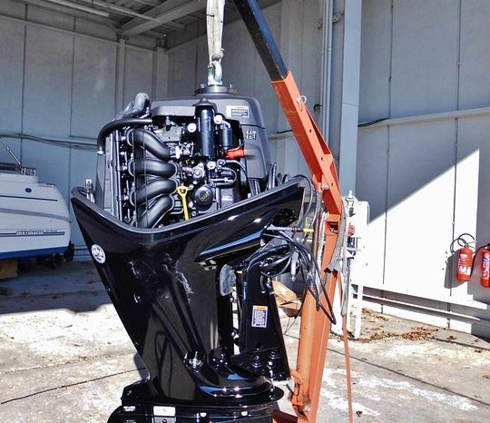 Electric Outboards With Electric Boats